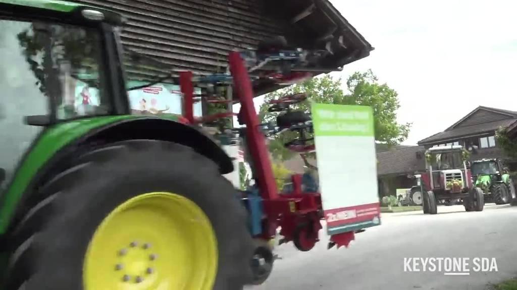 300 Jungbauern ziehen mit ihren Traktoren in den Abstimmungskampf