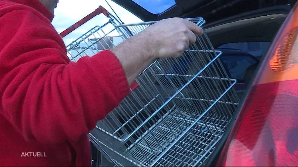 Kühlschränke, Einkaufswagen oder Regale: Denner Seon verkauft Inventar