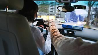 Fahrlehrer wollen mit Fahrschülern mehr verdienen