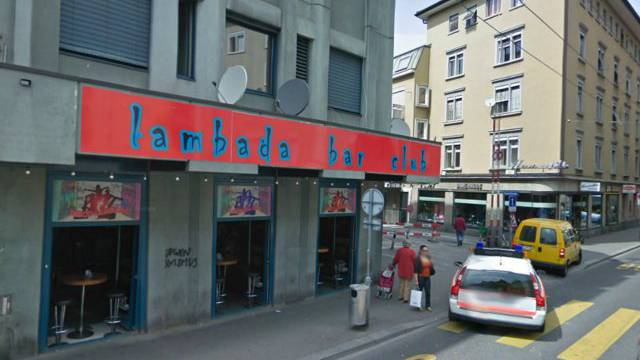 Vor dieser Bar ist der Schönenwerder Ende 2012 in eine Menschengruppe gefahren.