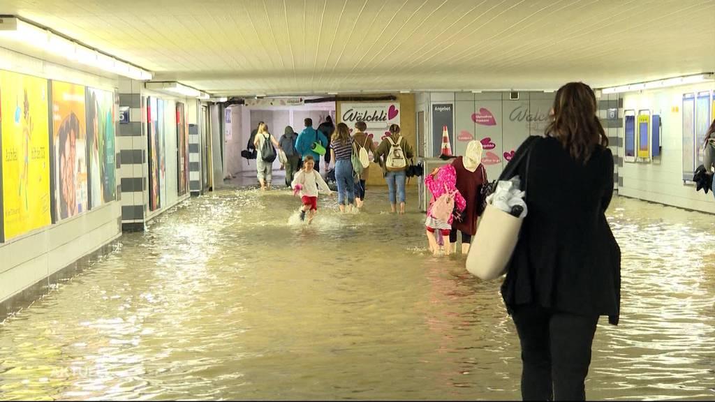 Bahnhof Aarau: Sturzflut überrascht Pendler und Ladenbesitzer