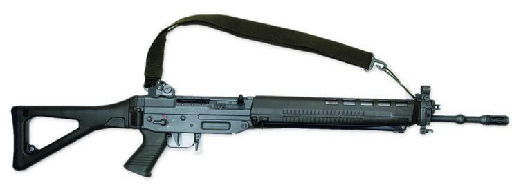 Für die einen ist es eine gefährliche Waffe, für die anderen ein normales Sportgerät: Das Sturmgewehr 90, das mit dem neuen Waffenrecht verboten würde – aber mit Ausnahmebewilligung weiter gekauft werden dürfte.