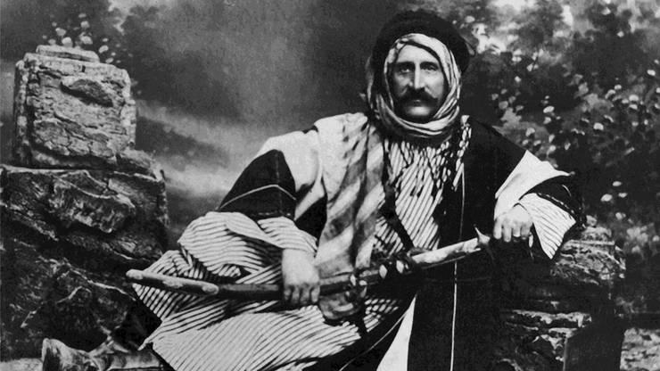 Auf seiner Reise ins Heilige Land liess sich Lunzi in Beduinentracht fotografieren.