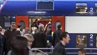 Pendler in den Ost-Aargau brauchen Geduld: Die Strecke zwischen Baden und Aarau ist unterbrochen.