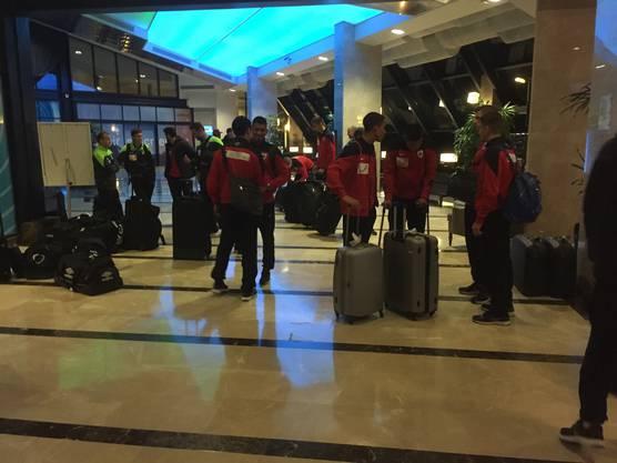 Ankunft im Hotel in Belek: Es ist geschafft. Der komplette FCA-Tross hat den Umzug hinter sich