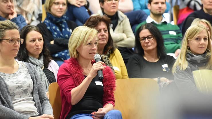 Rund 100 Lehrpersonen nahmen an der Tagung zum Lehrplan 21 teil. zvg