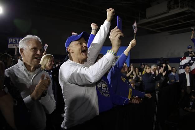 In Iowa feuerten die Demokraten bis zuletzt eifrig ihren Favoriten an.