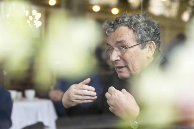 CH Media traf den Schriftsteller am 12. März 2019 im Café Neumärt im Zürcher Niederdorf zum Interview.