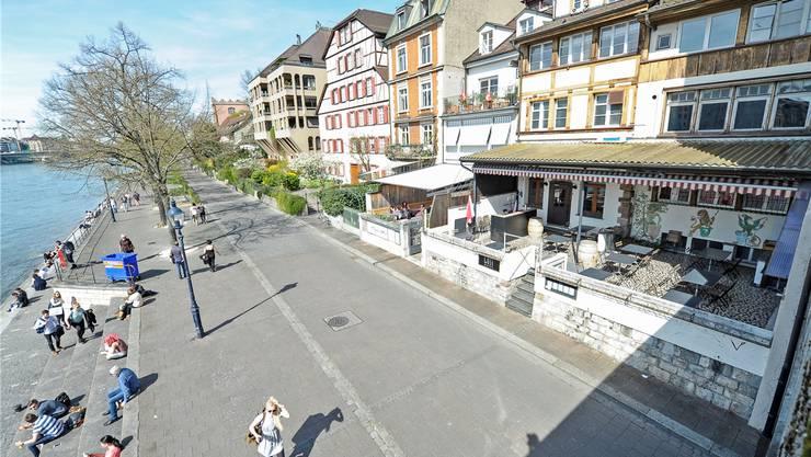 Beste Lage: Der Expansionskurs des Teufelhof-Chefs beschert seinen Gästen eine schöne Aussicht (Restaurant rechts im Bild).