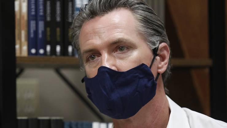 Der Gouverneur Gavin Newsom führt im US-Bundesstaat Kalifornien eine Maskenpflicht ein. (Archivbild)