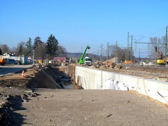 Bau der westlichen Stützwand im Weiler Stadtteil Haltingen.