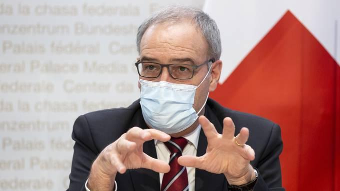 Bundespräsident und Vorsteher des Departements für Wirtschaft Guy Parmelin informiert um 14 Uhr über die Coronahilfen. (Archivbild)