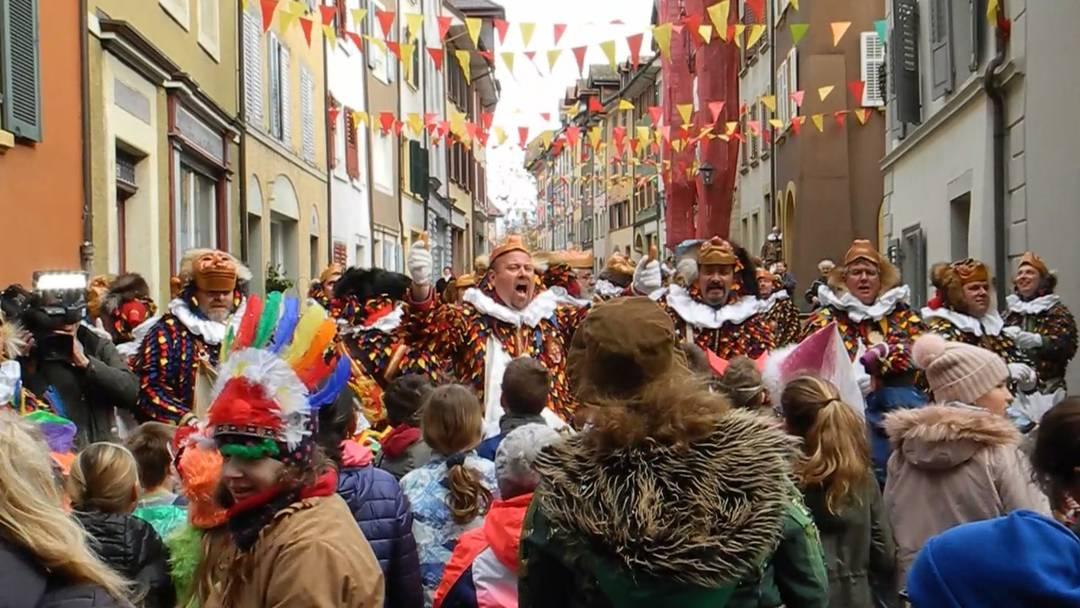 «Lüter!» 1200 Würste und Weggli für laute Verse am Narrolaufen