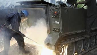 Bereits 2006 wurden 550 Schützenpanzer verschrottet (Archiv)