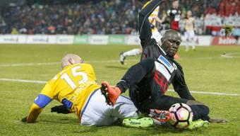 Igor Nganga (r.) wird für sein Foul an Samir Ramizi vom Sonntag für zwei Spiele gesperrt.