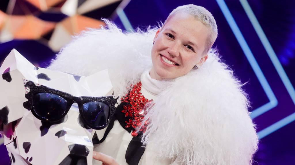 Verkleidet als Dalmatiner-Hündin: Die Sängerin Stefanie Heinzmann ist in der Rate-Show «The Masked Singer» enttarnt worden.