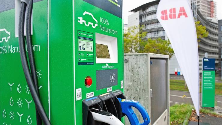 Wenns rasch gehen muss: Bis Ende 2020 werden in der Stadt Zürich die geschenkten 30 Schnellladestationen installiert.