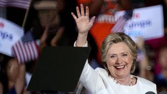 Egal ob als neue US-Präsidentin oder nicht: Hillary Clinton freut sich, bald wieder ein paar ruhige Abendstunden vor dem Fernseher verbringen zu können. (Archivbild)