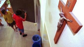 Die Kruzifixe in Schulzimmern werden nicht speziell geschützt (Archiv)