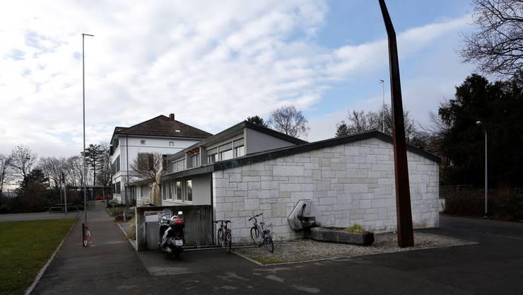 Die Waisenhausstrasse in Solothurn: Hier befindet sich die heutige Kinder und Jugendpsychiatrie – inklusive Schule und Turnhalle.