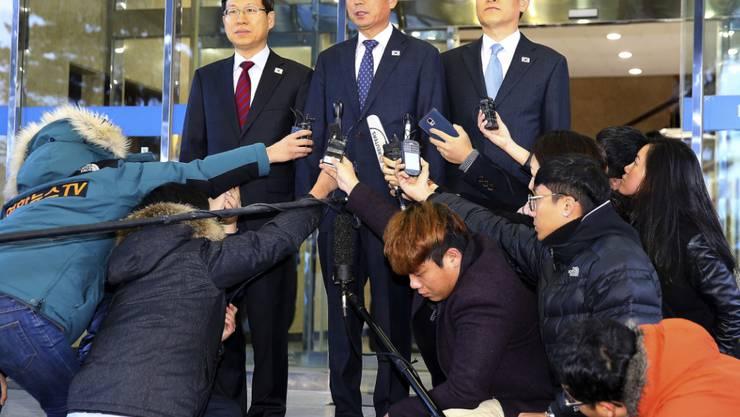 Hwang Boo Gi, Mitte, ist der Chef-Verhandler auf südkoreanischer Seite. Am Freitag kam es zu einer weiteren Gesprächsrunde mit Vertretern des Nordens.