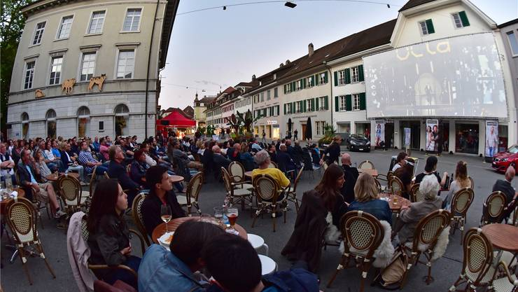 Bereits Geschichte: Noch im letzten Jahr gastierte das Open-Air-Kino erstmals auf der Kirchgasse vor der Café/Bar Gryffe. Archiv