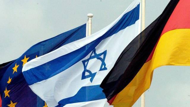 Die Flaggen Europas, Israels und Deutschlands (Symbolbild)
