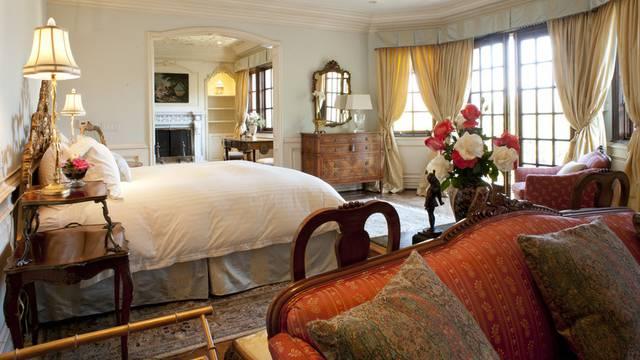 In diesem Zimmer starb der King of Pop. Das Totenbett wird im Dezember versteigert