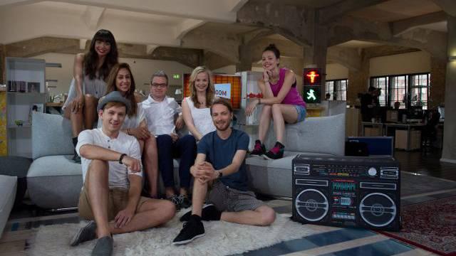 Joiz-Chef Alexander Mazzara (Mitte) mit seiner Moderationscrew (von links): Alexandra, Martin, Melissa, Antonia, Kevin und Julia. Foto: Mathias Marx
