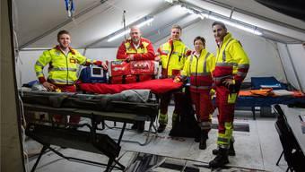 Das Team von Alpha Medic mit Geschäftsführer Jean-Claude Furegati (rechts) im Sanitätseinsatz am «Touch The Air» in Wohlen.
