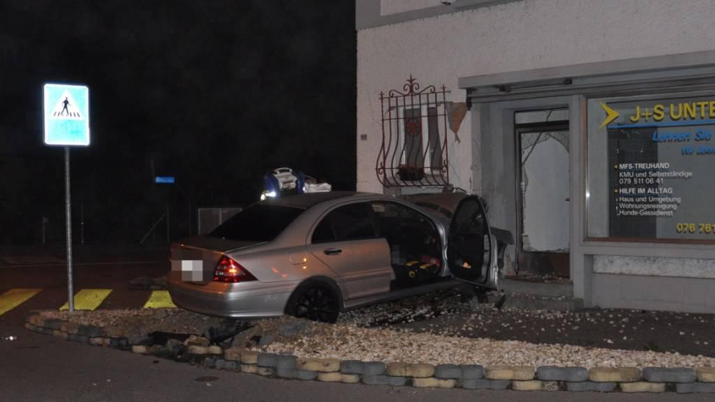Die Rettungskräfte konnten nur noch den Tod des 29-jährigen Autofahrers feststellen.