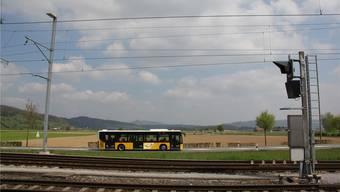 Bis heute verkehrt kein Bus zwischen Bahnhof Lupfig und Flugplatz Birrfeld. cm
