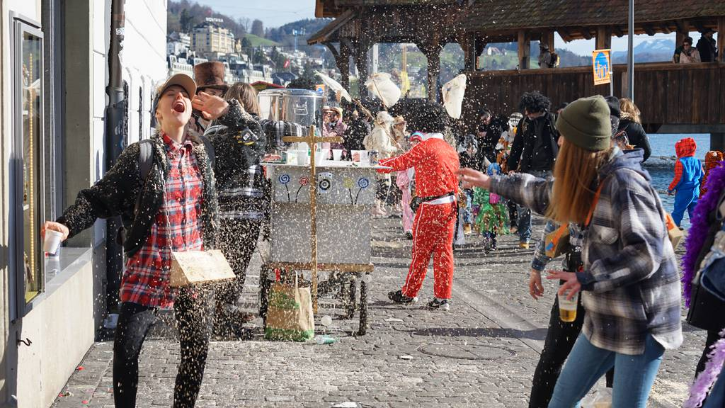 Bräuche, Berliner und Baumstämme: Mach jetzt das Fasnachts-Quiz