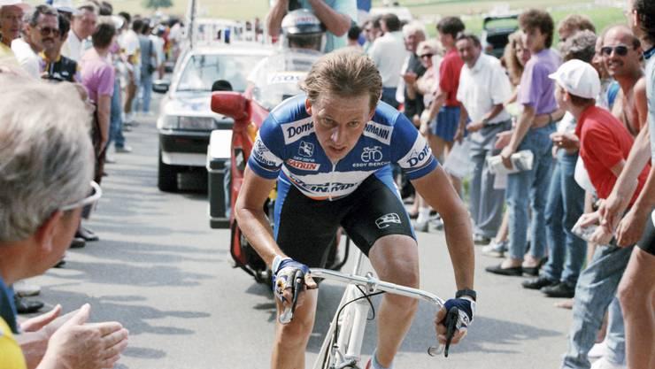 Beat Breu fliegt dem Ziel des Bergzeitfahrens in Heitersberg am 19. Juni 1989 richtiggehend entgegen.