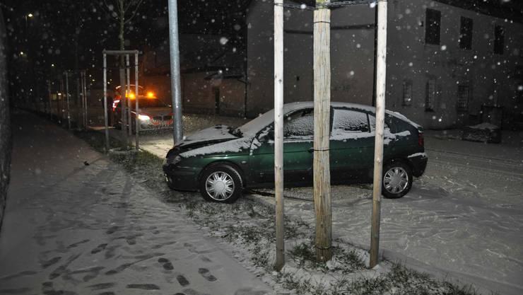 Ein Autofahrer wurde früh morgens vom Wintereinbruch überrascht.