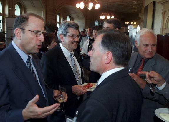 Zusammen mit Beyeler lobbyiert Brogli (2. von links) 2002 im Bundeshaus für einen Bundesgerichtsstandort im Aargau.