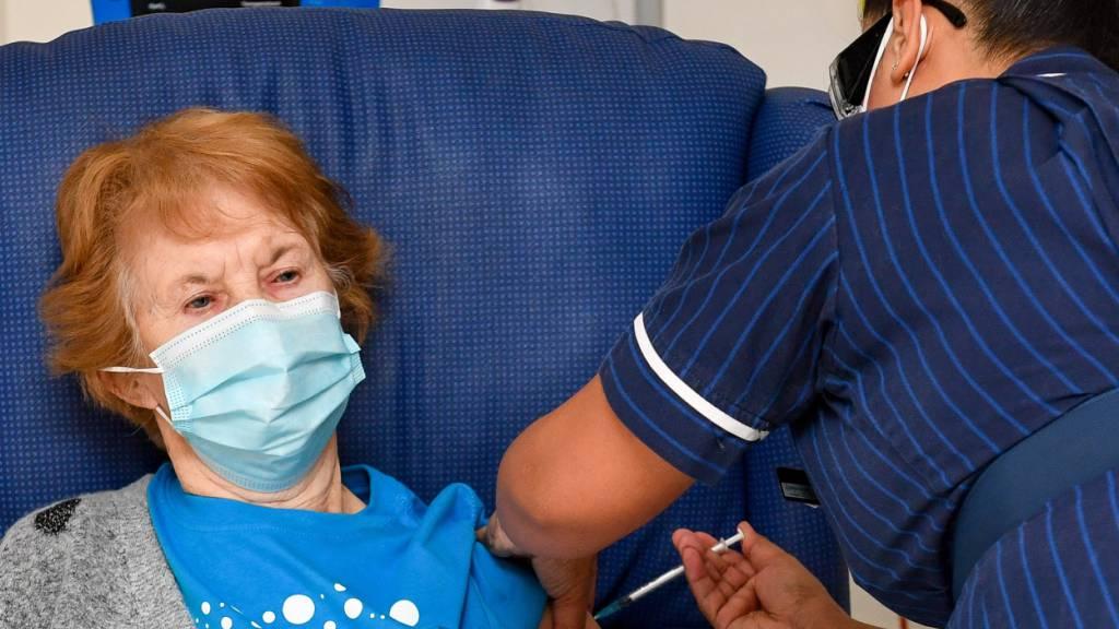 Britische Impfkampagne erreicht Jüngere: 44-Jährige eingeladen