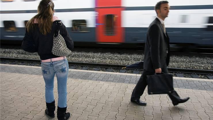 Dietikon kämpft dagegen, dass der Schnellzug zwischen Basel und Flughafen in Dietikon künftig nur vorbeirauscht. Und in Schlieren wird gefordert, dass der Stadtrat dafür kämpft, dass der Schnellzug neu in Schlieren hält. «Nicht möglich», sagt die kantonale Volkswirtschaftsdirektion.