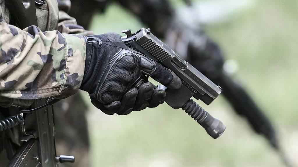 Rund 1200 Stellungspflichtigen wurden letztes Jahr von der Armee als Sicherheitsrisiko eingestuft. Sie wurden deshalb nicht in den Armeedienst eingeteilt (Symbolbild)