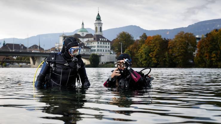 Tauchen seit 30 respektive 50 Jahren: Ernst Häusermann und Gerda Hüsler.  Am liebsten tun sie das im Herbst in der Aare.