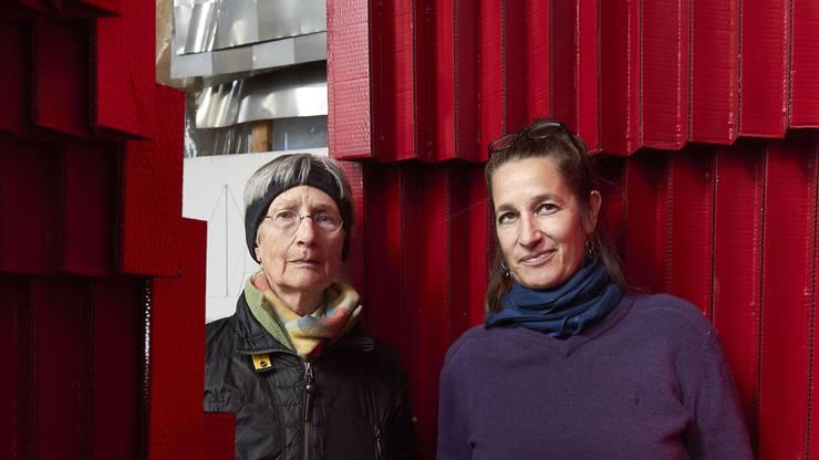 Im Uterus Altar aus dem Jahr 2014: Witwe Thea und Tochter Johanna Altherr bereiten alles für den Start der Atelier-Ausstellung vor.