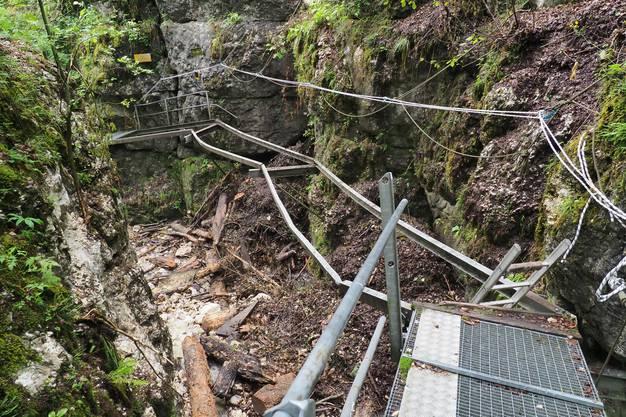 Der Fussweg wurde auf einer Länge von rund 15 Metern zerstört.