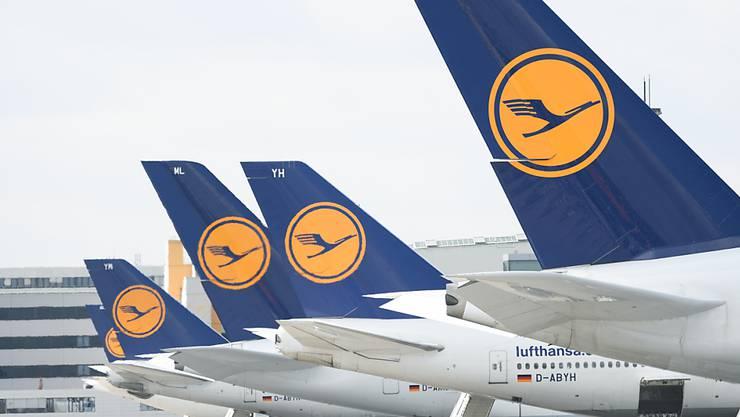 Nach der Swiss hat auch die Lufthansa hat ihren Flugplan wegen der Coronavirus-Krise bis auf eine Grundversorgung reduziert. Ab sofort sind noch fünf Prozent der Vorjahreskapazität im Angebot. (Archiv)