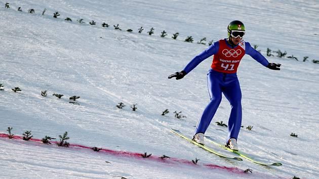 Beim Springen gefordert: Tim Hug hatte auf der Normalschanze noch nicht die gewünschte Weite erreicht.