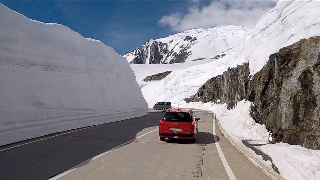 Gotthard-Passstrasse wird zum spektakulären Schnee-Labyrinth