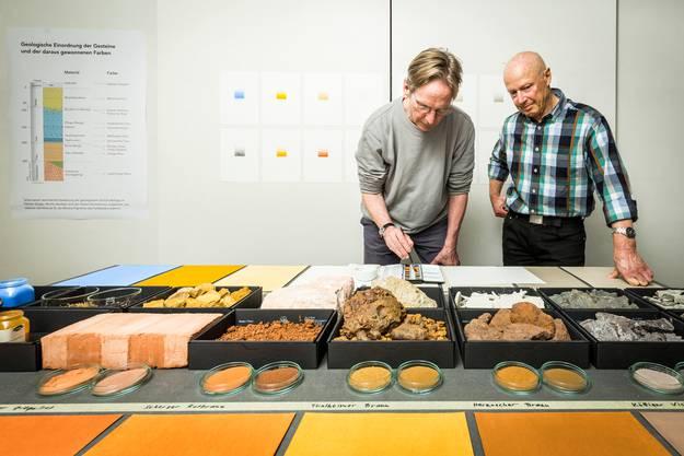Künstler und Farbforscher Stefan Muntwyler (links) hat zusamen mit dem Badener Geologen André Lambert einen Aargauer Farbkasten mit natürlichen Aquarellfarben aus Gesteinspigmenten kreiert.