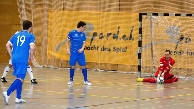 Zum Glück wieder fit: Bei Maniacs-Torhüter Fabian Sanginés ist der Ball in sicheren Händen.