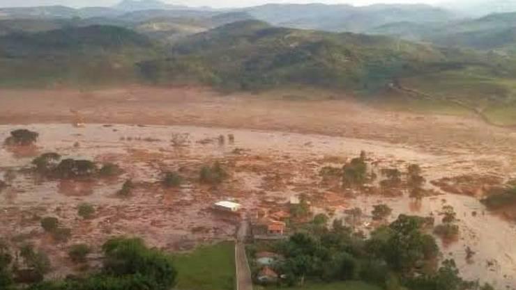 Der Dammbruch verursachte grosse Verwüstungen, mindestens 19 Menschen kamen ums Leben. Die brasilianische Justiz fordert nun umgerechnet über 40 Milliarden Franken Entschädigung. (Archivbild)