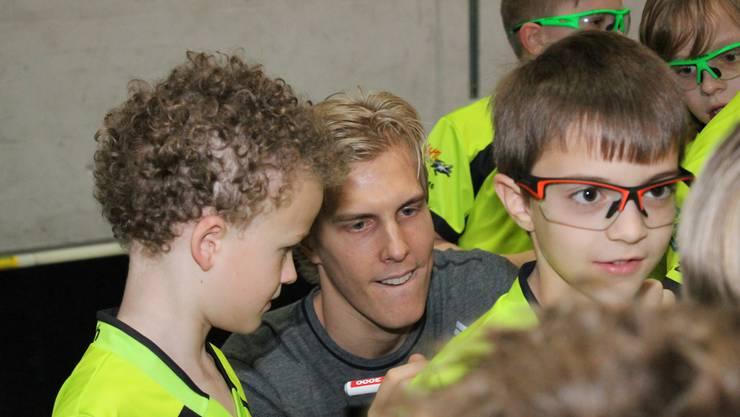 Die Autogramme vom schwedischen Superstar waren heiss begehrt.