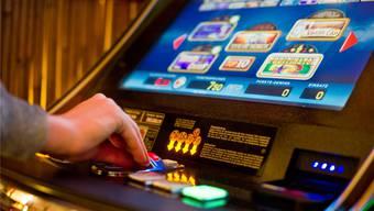 Die Regionalpolizei Lenzburg hat eine Aktion gegen illegales Glücksspiel durchgeführt. Keystone
